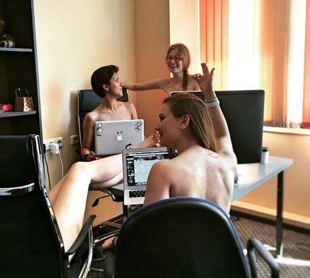 голые сотрудницы фото